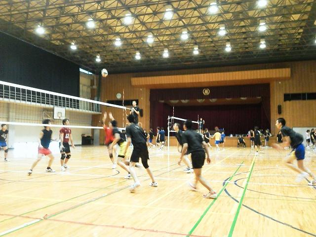 男子バレーボール部~大学生と練習試合~