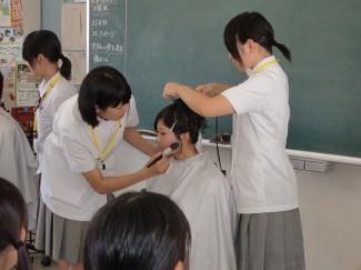 在校生によるヘアーメイクショー!