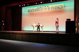 バレエのバックダンサー