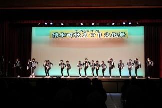 大人数編制のチームダンス