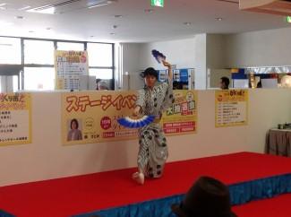 3年生濵田くんによる日本舞踊「青年おはら節」