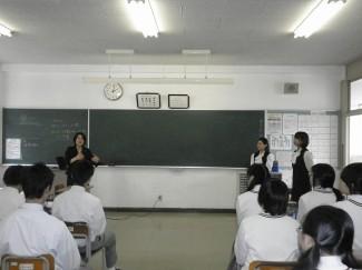 キャリア養成学科の面接指導の様子