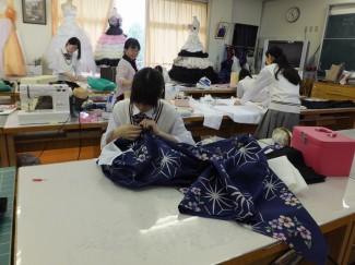 浴衣の製作は手縫いが大変です