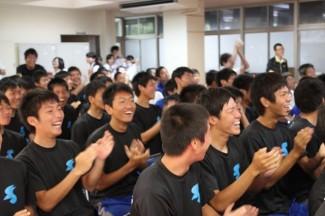 先制点に歓喜するサッカー部員