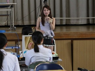 講師の梶恵理子先生