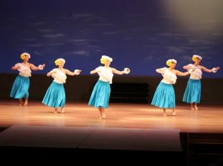 オープニングのフラダンス部によるフラダンス