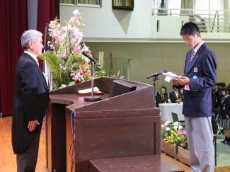 新入生代表として誓いの言葉を述べる生駒 仁 君(普通科進学体育コース)
