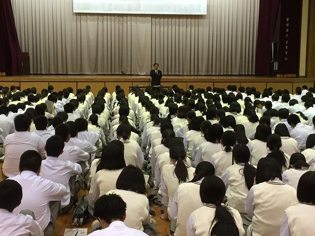 教頭先生から生徒総会の意義について話がありました。