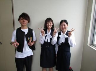 H26年度商業科卒業生 左から伊地知くん,蔵元さん,山元さん