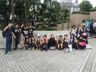 会場の千葉県市川市文化会館前にて『全力で踊ります!』
