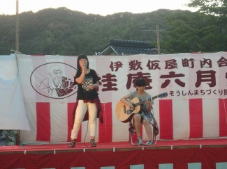 1年生の2人が堂々とギター演奏と歌声を披露しました