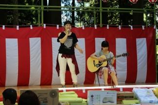1年生のAmazeによるギターと歌謡の披露