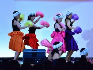 こちらはフラダンス部の舞台発表の様子です