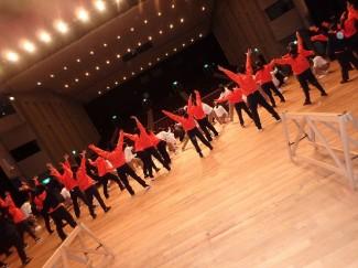 全出演者でのダンスの練習