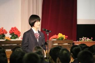 生徒会長の瀬戸口さんによる在校生歓迎のことば