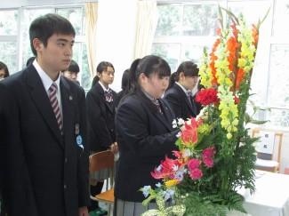 新入生代表で坂口未紗さん(和田中出身)が挨拶しました。