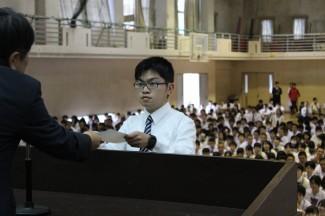 全校集会で表彰(梯悠人くん)