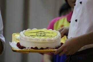 パティシエコースからサプライズケーキのプレゼント