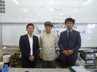 左から松下さん,内山先生,穂満さんです。