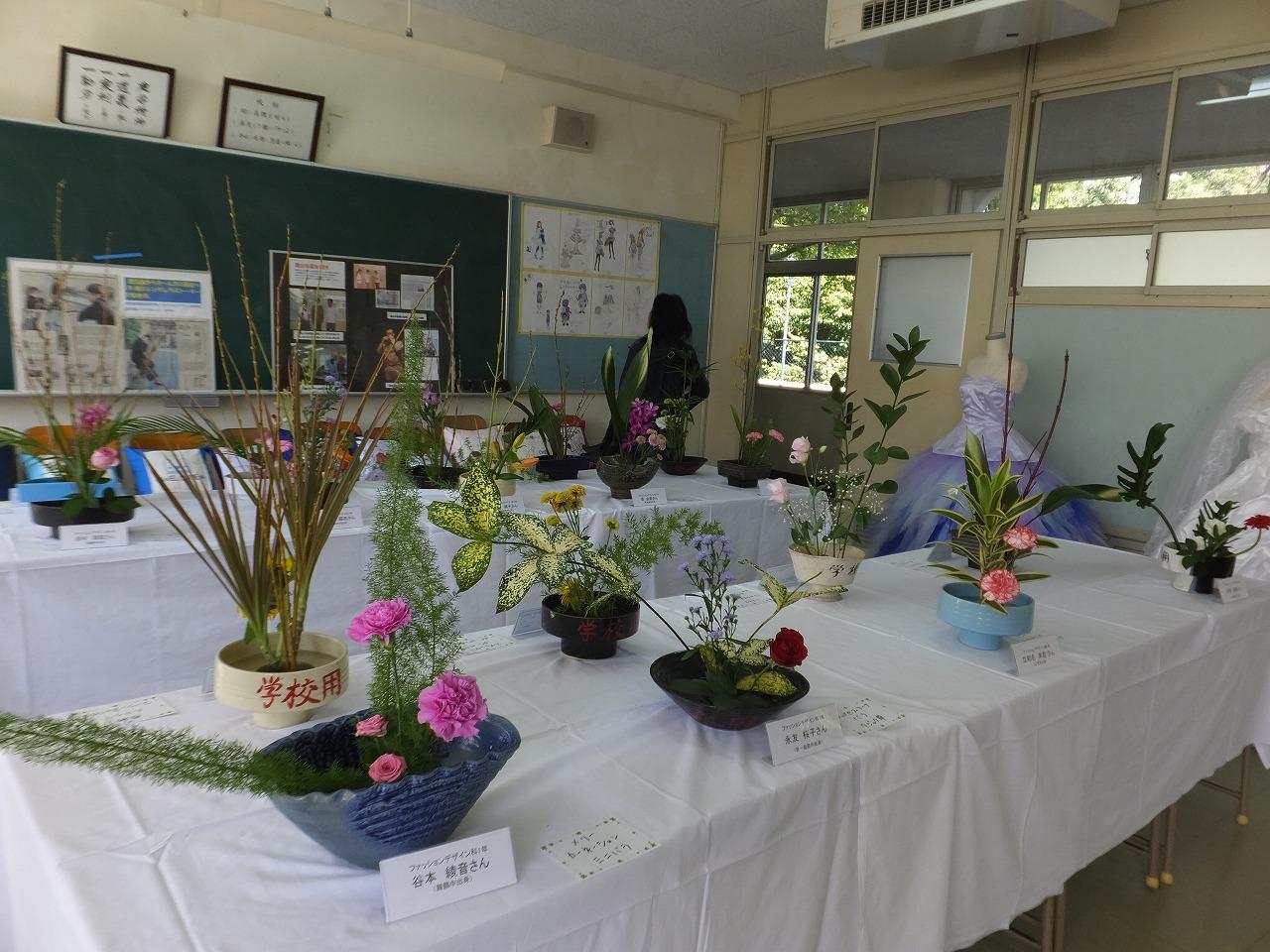 生徒の作品がいっぱいの展示会場