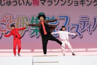 息の合った3人による映画音楽からイメージした振り付けのダンス