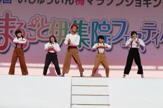 ドラマで話題の歌とダンスをアレンジを加えて披露しました