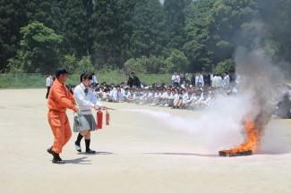 実際の火の消火訓練も行いました。