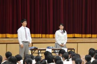 本会議の議長を上原祥真くん(甲東中出身),副議長を片山さきさん(日本バンコク中出身)がしてくれました。