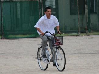投下された指定書を自転車で回収しました
