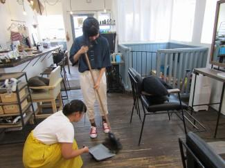 店内清掃も大切な仕事!