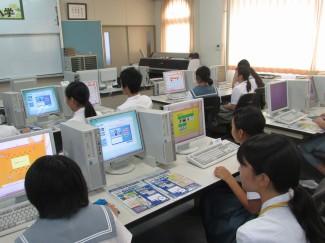 在校生に相談しながらWebページのデザイン