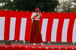 2年生の増永さんによる歌唱