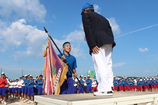 青団団長が優勝旗を受け取りました