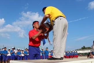 紅団には応援優勝の理事長杯が授与されました
