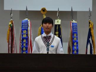 生徒を代表してお祝いのことばを述べる生徒会長