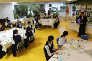 ホテル観光科は,テーブルマナーの体験等を行いました