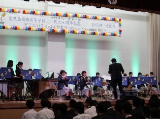 吹奏楽部の皆さんの演奏で幕を開けました