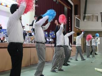 ヤングマン(YMCA)の演奏では,イケメンな(?)ダンサーズが盛り上げました