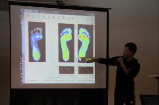 アディダスジャパンの細波様は,スキャンしたデータを用いて,どのように力が加わっているかを説明されました