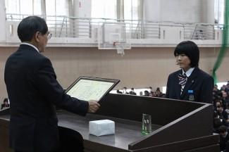 熊本国税局長賞を受賞した安藤さん