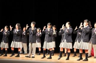 社会福祉科の皆さんは手話歌を披露しました