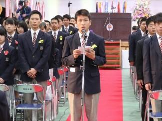 保護者への感謝のことばを,山口莞汰くん(鹿児島育英館中出身)が卒業生を代表して述べました