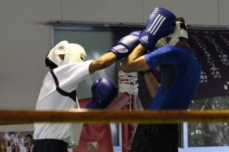 ボクシング部でスパーリングを体験しました