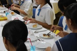 コース料理におけるナイフやフォークの使い方等を学びました