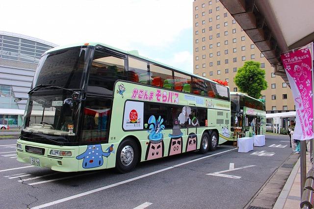 完成したラッピングバス(左側面)