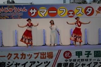 歌とフラダンスの披露