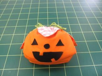 この袋にハロウィンのお菓子をいっぱい集めよう(^^♪