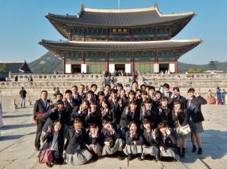 経由地の韓国で景福宮観光