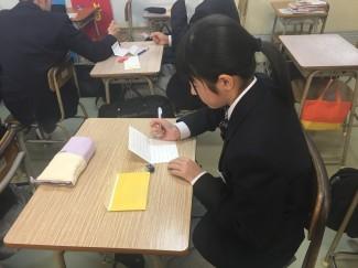手紙を書く様子②