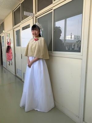 ウェディングドレスにファ―のケープをコーディネートしました。